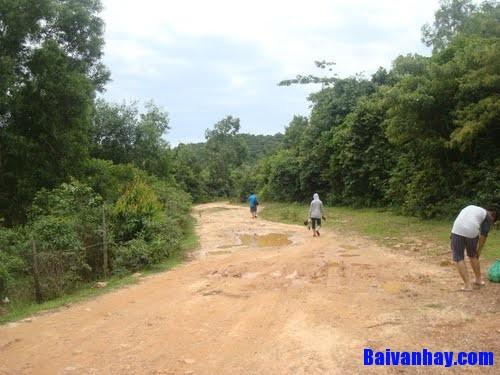 """duong di kho - Suy nghĩ về câu nói """"Đường đi khó không khó vì ngăn sông cách núi mà khó vì lòng người ngại núi e sông"""""""