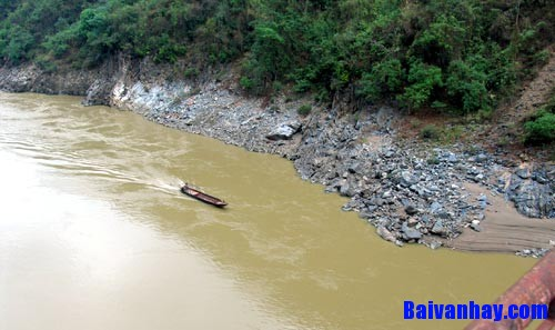 nguoi lai do song da nguyen tuan - Phân tích tác phẩm Người lái đò sông Đà của Nguyễn Tuân