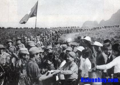 Phân tích vẻ đẹp bi tráng của hình tượng người lính trong bài thơ Tây Tiến của Quang Dũng