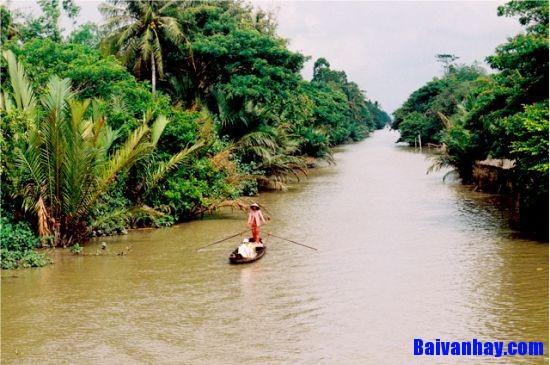 Viết một đoạn văn miêu tả cảnh sông nước