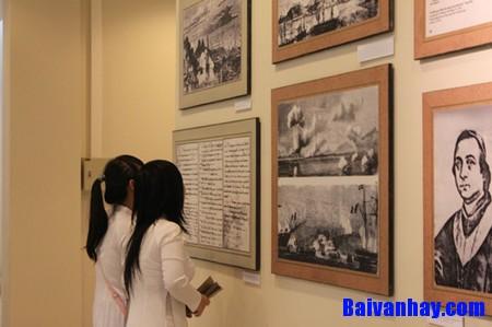 Thuật lại cuộc tranh luận giữa hai học sinh về việc học tập môn Quốc sử