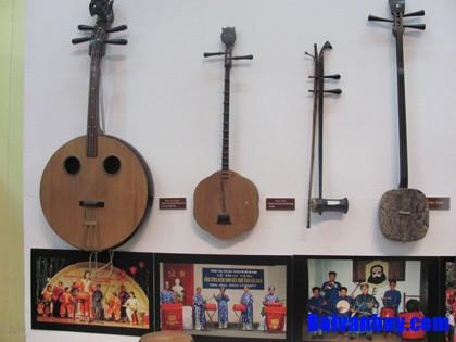 Hãy giới thiệu và miêu tả một số nhạc cụ dân tộc mà em biết