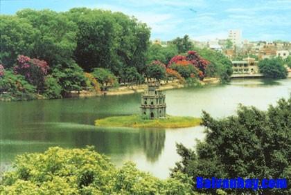 Tả vẻ đẹp cây xanh trên đường phố Hà Nội