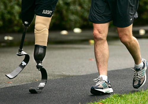Tôi đã khóc vì không có giày để đi cho đến khi tôi nhìn thấy một người không có chân để đi giày.