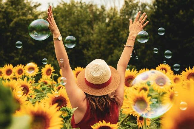 kiem tim hanh phuc - Nghị luận câu nói Người kiếm tìm hạnh phúc, thành công trên cao mà quên mất nó đang hiện hữu ngay dưới chân mình